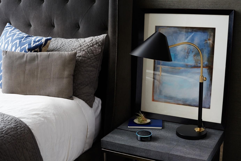 """""""Alexa, appelle le Room Service"""" : la voix pénètre dans les hotels"""