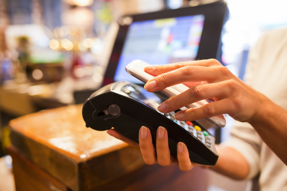 Phygital experience : où en est le paiement mobile de proximité ?
